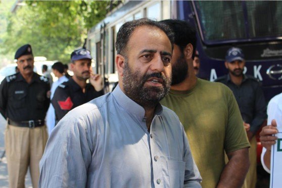 Vice Chairman of International Forum for Justice Mushtaq ul Islam among the protesters